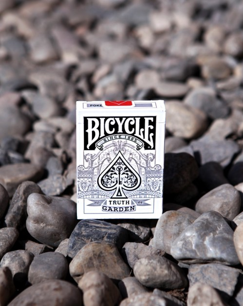 Bicycle_Truth_Garden_White_04_Playing_Cards
