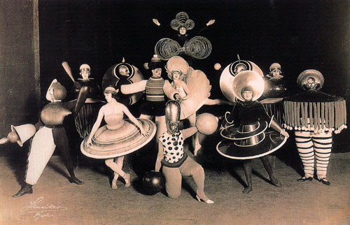 Costumes_by_Oskar_Schlemmer_Triadic_Ballet